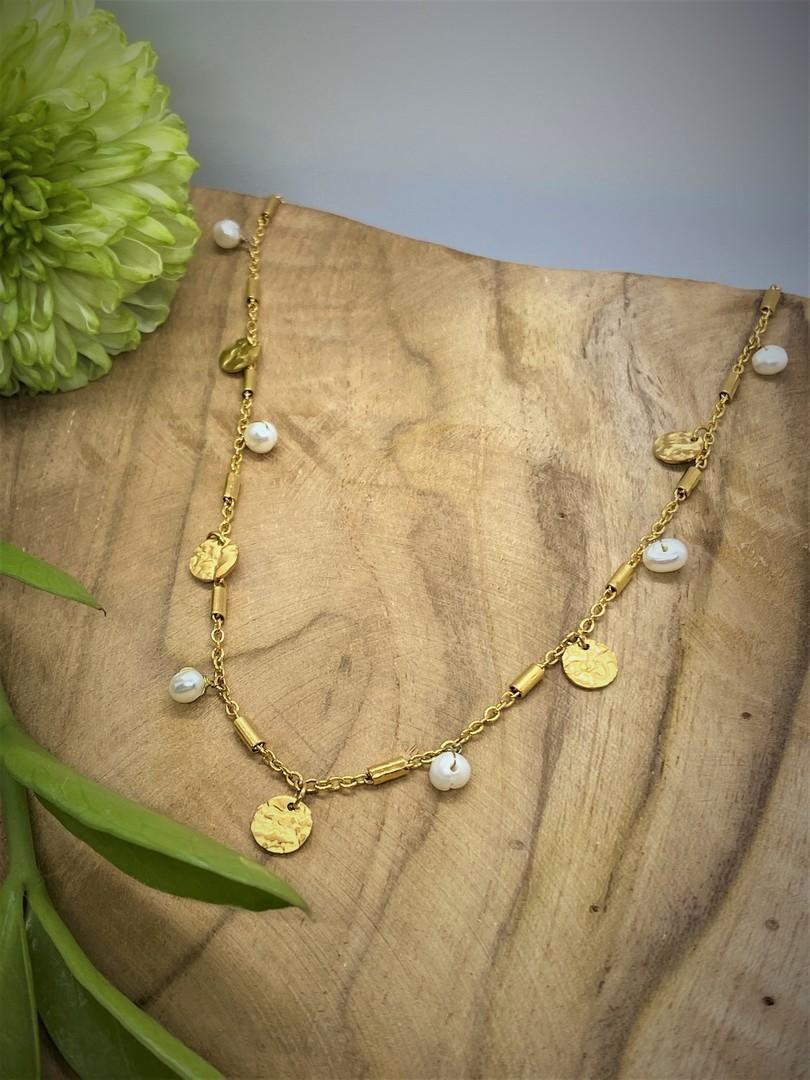 Collier doré - Breloques et perles